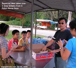 Raymund Wee. Saving stray kittens in Pekan Nanas. Toa Payoh Vets